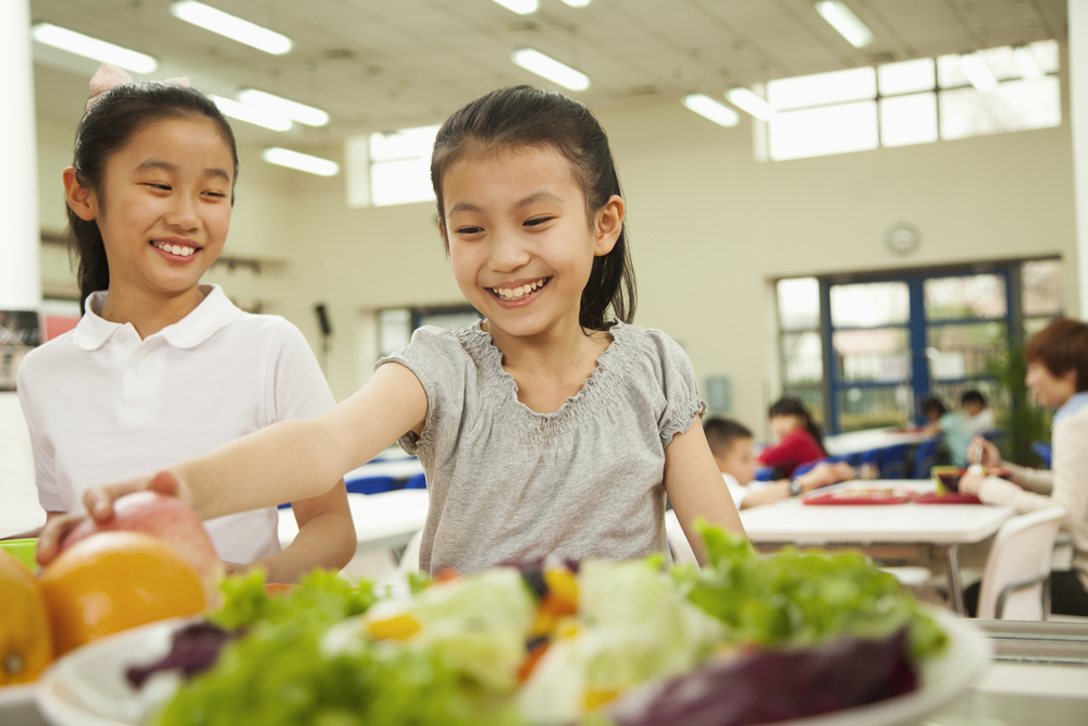 More Salad Bars in Schools Only Help If More Kids Use Them